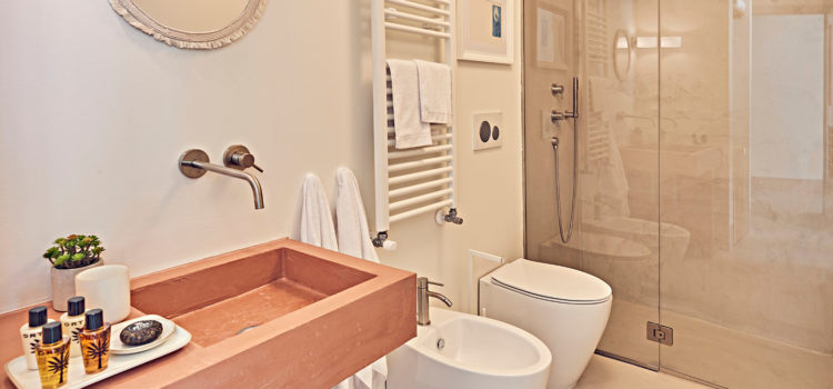 The bathroom of the LaTre leCleopatra room